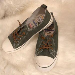 Green Tennis-shoes